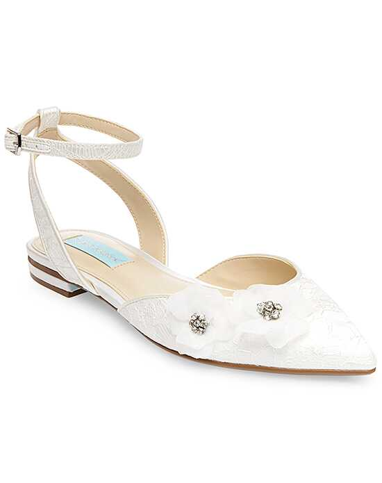Blue by Betsey Johnson SB-WILLA Ivory Shoe
