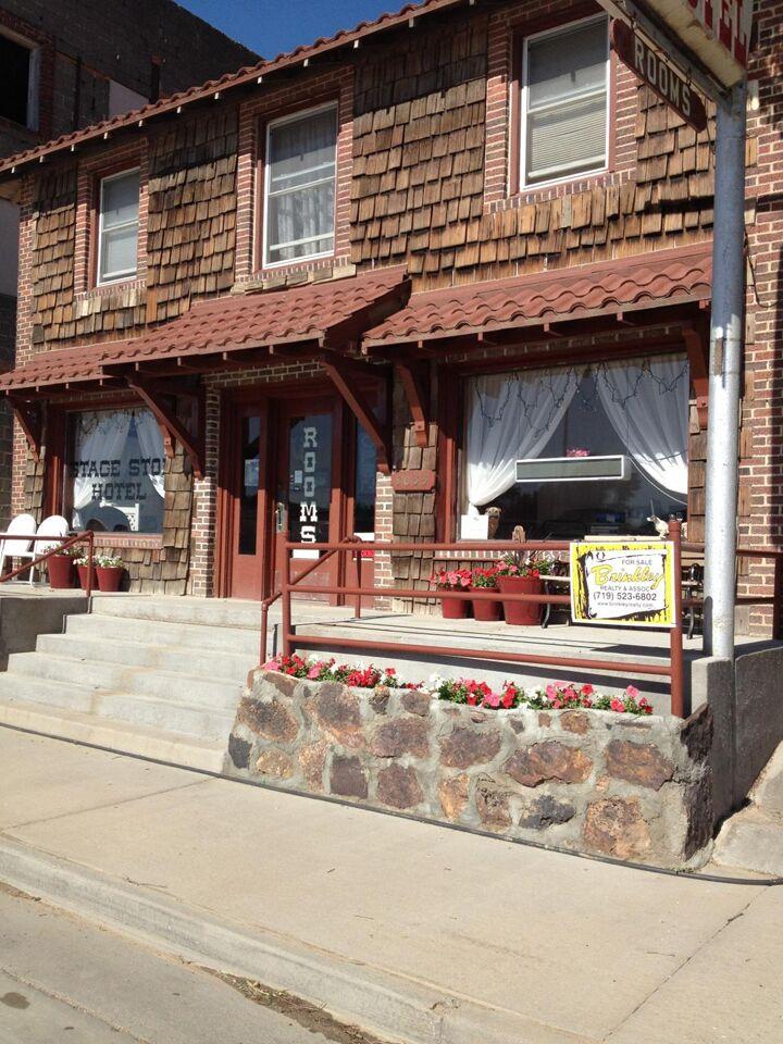 Wendy Haddock And Alex Dawley S Wedding Website Blue Spruce Motel Lamar Springfield Co Hotels Motels See All