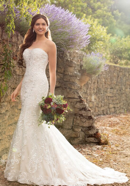 Essense of Australia D2500 Wedding Dress