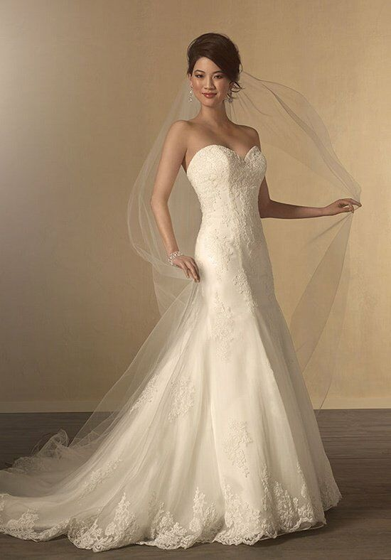 Alfred Angelo Signature Bridal Collection 2438 Wedding Dress