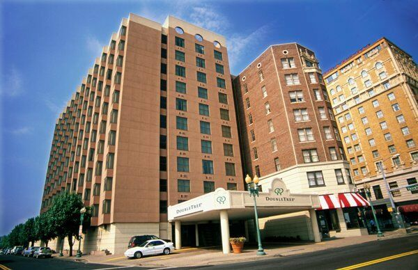 Doubletree By Hilton Hotel Downtown Memphis 185 Union Ave Tn 38103 Usa 901 528 1800