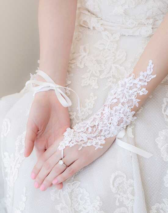 Alisa Brides Emilia Lace Gloves White