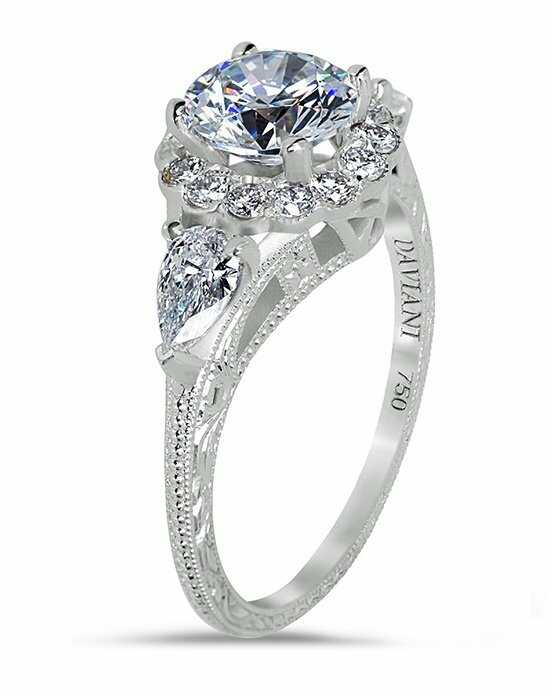 Daviani Love Links Collection Glamorous Round Cut Engagement Ring