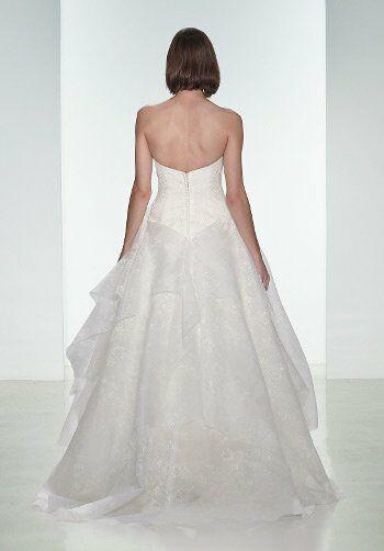 Nouvelle amsale daphne wedding dress the knot for Nouvelle amsale wedding dress