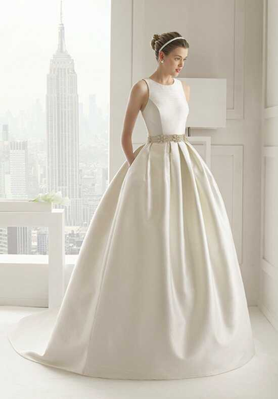 Rosa Clará SENSUAL Wedding Dress photo