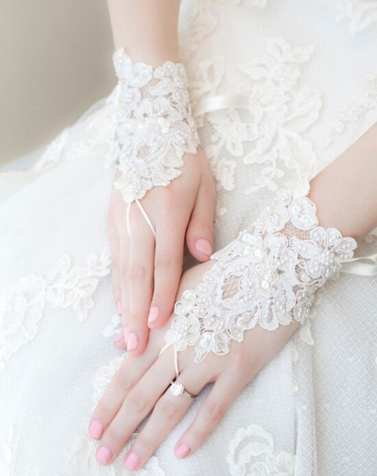 Alisa Brides Mabely Lace Gloves Ivory