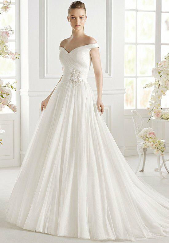 AVENUE DIAGONAL Geva Ball Gown Wedding Dress